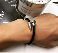 A gift man man on new year's -leather bracelet